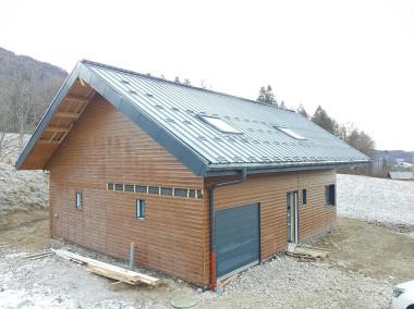 Avant / Après réalisation d'une toiture bac acier et zinguerie à Onnion (74)