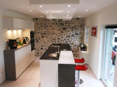 Avant / Après Transformation d'une cave en cuisine à ANNECY LE VIEUX dans une maison