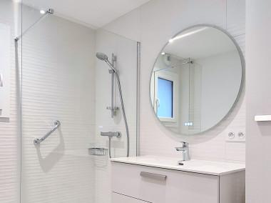 Avant Après Rénovation salle de bains ANNECY av Henry Bordeaux